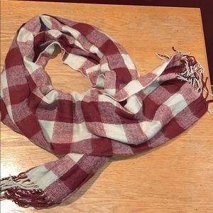 Accessories - Burgundy/tan knit scarf